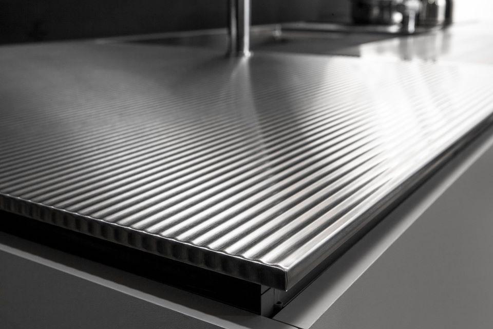 Mặt bàn thép không gỉ của hệ tủ bếp nhập khẩu Nhật Bản Toyo Kitchen Style