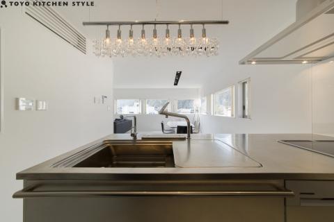 Ưu điểm khi chọn sử dụng bề mặt tủ bếp inox 304